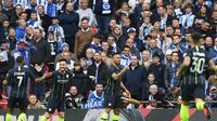 Bomber Manchester City, Gabriel Jesus (dua dari kanan) melakukan selebrasi seusai mencetak gol ke gawang Brighton & Hove Albion, pada semifinal Piala FA.  (AFP / Daniel Leal-Olivas)