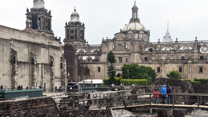 Suasana Templo Mayor di kota Meksiko, (12/8). Templo Mayor (dalam bahasa Spanyol berarti kuil besar) adalah salah satu kuil utama di Tenochtitlan, ibukota Aliansi Tiga Aztek, yang kini terletak di Ciudad de Mexico. (AFP Photo/Rodrigo Arangua)#source%3Dgooglier%2Ecom#https%3A%2F%2Fgooglier%2Ecom%2Fpage%2F%2F10000