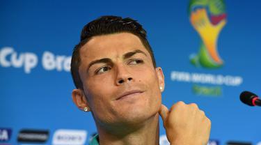 CR7 mulai menyerang saat preskon menjelang pertandingan melawan Jerman, Brasil, Minggu (15/6/2014) (AFP Photo/FRANCISCO LEONG)