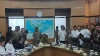 Menko Polhukam Mahfud Md memimpin rapat perdana bersama kementerian di bawahnya. (Putu Merta Surya/Liputan6.com)