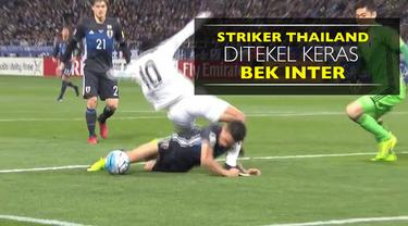 Berita video striker Thailand, Teerasil Dangda, ditekel keras bek Jepang yang bermain di Inter Milan, Yuto Nagatomo, dengan kepalanya.