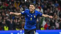 Salah satu gelandang Chelsea, Jorginho, adalah otak di balik penampilan sempurna Gli Azzurri saat pertandingan semifinal melawan Spanyol. Bagaimana tidak, tendangan penaltinya membuat Italia lolos ke final Piala Eropa 2020. (Foto: AP/Pool/Justin Tallis)