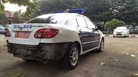 Sebuah mobil merek Hyundai bernopol B 1438 SON yang semula berhenti di bahu jalan mendadak tancap gas. (Nafiysul Qodar/Liputan6.com)
