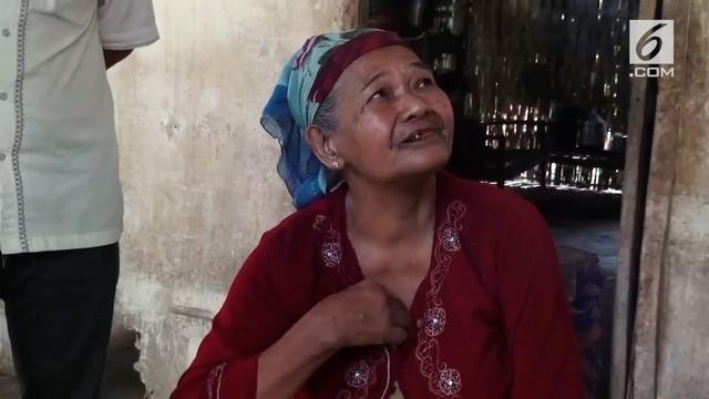 Sejumlah siswa di Bondowoso mengumpulkan uang untuk membantu perbaikan rumah seorang nenek yang hidup sebatang kara.