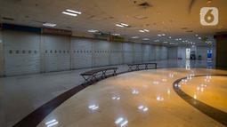 Deretan toko yang berada di WTC Mangga Dua tampak tutup, Jakarta, Kamis (28/11/2019). Maraknya toko online berimbas pada sepinya pusat perbelanjaan karena ditinggal pengunjung. (merdeka.com/Imam Buhori)
