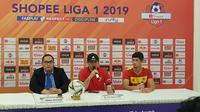 Pelatih Kalteng Putra, Mario Gomes de Olivera, tak menampik timnya memiliki masalah mental ketika bermain di kandang lawan. (Bola.com/Zulfirdaus Harahap)