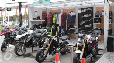 Suasana ruang pamer kontainer atau Pop-Up Container BMW Motorrad di Jakarta, Senin (21/3/2016). Kontainer berukuran 20 kaki tersebut menampilkan line-up dari produk BMW Motorrad. (Liputan6.com/Angga Yuniar)