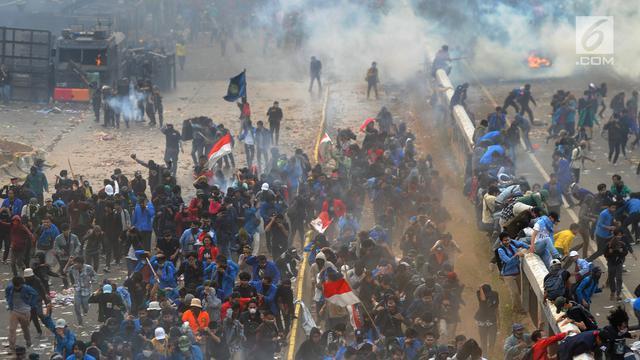 Pengamanan Istimewa Polresta Sidoarjo Kepada Para Demonstran