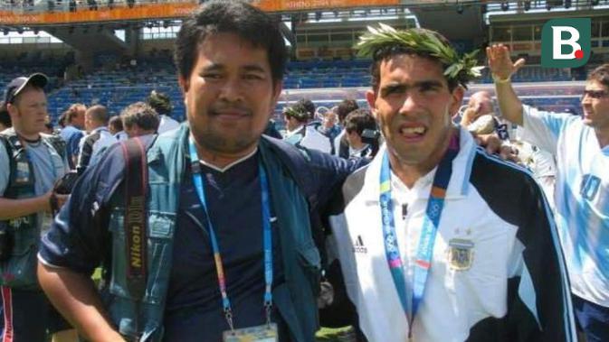 Jurnalis Bola.com, Abdi Satria bersama Carlos Tevez di Olimpiade 2004, Athena. (Dok Pribadi)