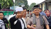 Kasatgas Nusantara Irjen Gatot Edi Pramono menyambangi Pondok Pesantren As-Syafiiyah Pondok Gede, Jakarta Timur. (Liputan6.com/Fachrur Rozie)