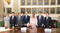 Delegasi internasional bertemu untuk menandatangani perjanjian (Foto: Square Kilometre Array Organization)