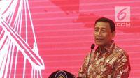 Menko Polhukam Wiranto memberi sambutan saat pelantikan Pengurus Pusat Ikatan Sarjana Hukum Indonesia (ISHI) di Kemenkumham, Jakarta, Senin (30/7). Acara ini dalam rangka Pengukuhan PP ISHI 2018-2023. (Liputan6.com/Herman Zakharia)