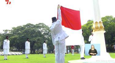 Upacara peringatan detik-detik Proklamasi Kemerdekaan Republik Indonesia digelar  di Istana Merdeka hari Selasa. (17/8/2021). Upacara ini dilangsungkan di tengah pandemi covid-19 yang masih melanda tanah air.