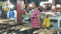 Ikan asaratau ikan asap kerap menjadi oleh-oleh khas dari Kota Jayapura. (Liputan6.com/Katharina Janur)