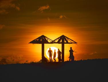 Potret Panorama Indah Sunset di Pantai Lhoknga Aceh