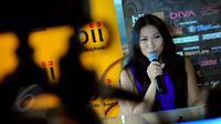 Anggun C Sasmi saat jumpa pers di kawasan Thamrin, Jakarta, Senin (1/6/2015). Michael Bolton akan berduet dengan Anggun pada konser yang akan berlangsung di Kota Kasablanka, Jakarta pada Selasa (2/6). (Liputan6.com/Faisal R Syam)