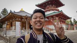 Sukses menjadi Youtuber, pada tahun 2018 Bayu merambah industri film. Pria berusia 24 tahun ini sukses dengan filmnya yang berjudul Yowis Ben. (Liputan6.com/IG/@moektito)