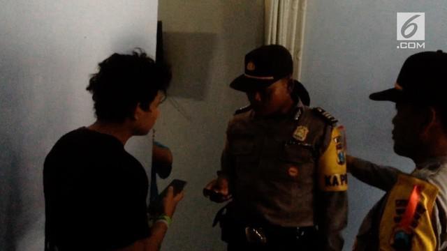 Polisi menangkap beberapa remaja yang berduaan di rumah kontrakan atau kosan saat bulan Ramadan.