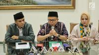 Sekjen PPP Asrul Sani menggelar konferensi pers terkait penetapan status tersangka Ketum PPP Romahurmuziy oleh KPK di Jakarta, Sabtu (16/3). PPP akan segera melakukan rapat pengurus harian untuk menentukan nasib Romahurmuziy. (Liputan6.com/Faizal Fanani)