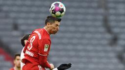 Berkat produktifitasnya di musim ini, Robert Lewandowski berhak atas penghargaan Sepatu Emas Eropa dengan torehan 41 golnya di Bundesliga. (AFP/Andreas Gebert)