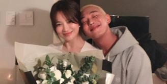 Song Hye Kyo kembali menunjukkan manisnya persahabatan yang ia miliki dengan aktor Yoo Ah In lewat unggahan foto di Instagram. (Foto: Twitter/hongsick)