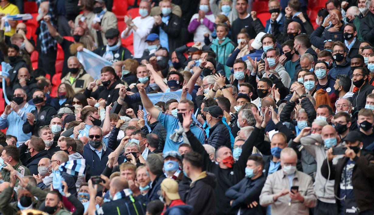 Sebanyak 8.000 fans menonton langsung partai final Carabo Cup antara Manchester City melawan Tottenham Hotspur di Wembley setelah Pemerintah Inggris resmi menyetujui laga ini sebagai acara tes resmi. (Foto: AFP/Pool/Carl Recine)
