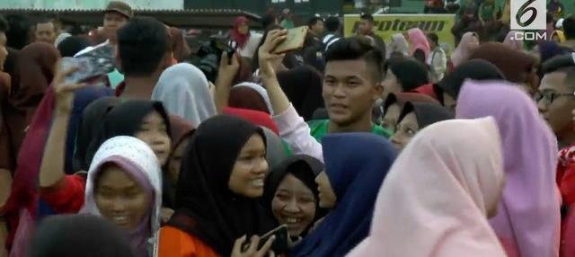 Antusiasme dirasakan fans timnas Indonesia U-16 jelang laga final Piala AFF U-16 antara Indonesia vs Thailand.