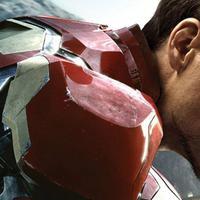 Robert Downey berperan sebagai Iron Man dalam film 'Avengers: Age of Ultron'. Foto: via screenrant