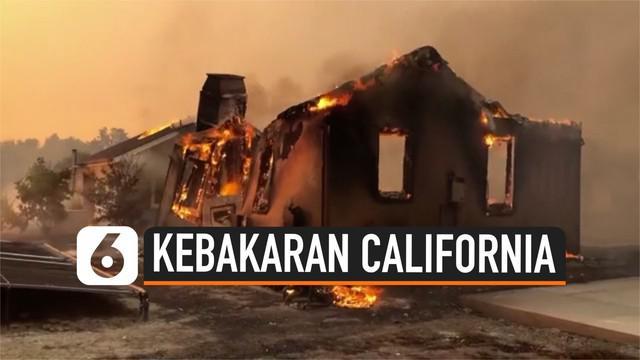 Kebakaran hebat yang menghanguskan lahan dan hutan di California, membuat puluhan ribu warga mengungsi dari kediaman mereka. Namun, hingga saat ini belum diketahui di mana awal mula kebakaran tersebut.