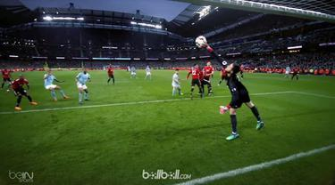 David De Gea dan Loris Karius tampil gemilang menjaga gawang timnya masing-masing dan masuk ke dalam penyelamatan terbaik pekan ke-33 Premier League. This video is presented by Ballball.