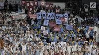 Antusiasme relawan saat Pembekalan Relawan Prabowo-Sandiaga di Istora Senayan, Jakarta, Kamis (22/11). Prabowo meyakinkan bahwa timnya takkan mencuri hak rakyat maupun keuntungan politik, bila dirinya terpilih menjadi presiden. (Merdeka.com/Iqbal Nugroho)