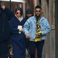 Ditinggal sang kekasih untuk sementara waktu ternyata tidak membuat Selena menyimpan rasa curiga atau  khawatir terhadap  The  Weeknd. Ia menaruh kepercayaan penuh walaupun berada dalam jarak yang jauh. (doc.dailymail.com)