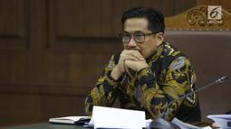 Terdakwa dugaan suap/gratifikasi terkait kerjasama pengangkutan dengan PT HTK yang juga anggota komisi VI DPR RI, Bowo Sidik Pangarso saat sidang lanjutan di Pengadilan Tipikor, Jakarta, Rabu (20/8/2019). Sidang mendengar keterangan saksi-saksi. (Liputan6.com/Helmi Fithriansyah)