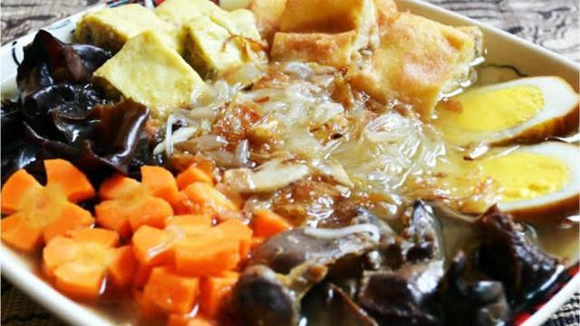 10 Wisata Kuliner Solo Yang Bikin Rela Antre Ada Langganan