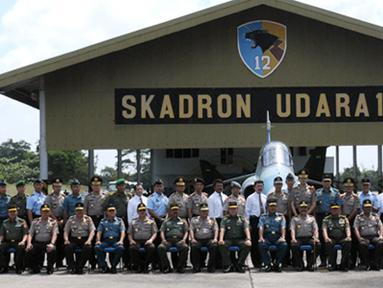Citizen6, Pekanbaru: Usai acara rombongan Panglima TNI dan Kapolri berfoto sebelum kembali ke Jakarta. (Pengirim: Badarudin Bakri)