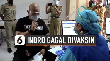 Komedian senior Indro Warkop ikuti proses vaksinasi Covid-19 di kawasan Menteng Jakarta Pusat. Namun Indro gagal dapat suntikan vaskin, kenapa?