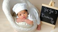 Baby Gege anak ketiga Yulita makin gemas saat sesi pemotretan. (Sumber: Instagram/@yulitamci5real)