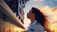 Kapten kapal pesiar perempuan bernama Kate McCue. (dok. Instagram @captainkatemccue/https://www.instagram.com/p/CD1hQn1jbaf/)