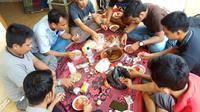 Berkumpul dengan keluarga dan teman menjadi tradisi orang Madura, termasuk ketika menyambut tahun baru Hijriyah. (Liputan6/Musthofa Aldo)