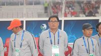 Manajer Timnas Indonesia U-19, Daconi Khotob (tengah). (Bola.com/Ronald Seger Prabowo)
