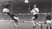 Nobby Stiles sukses meredam Eusebio di semifinal Piala Dunia 1966. (Twitter)