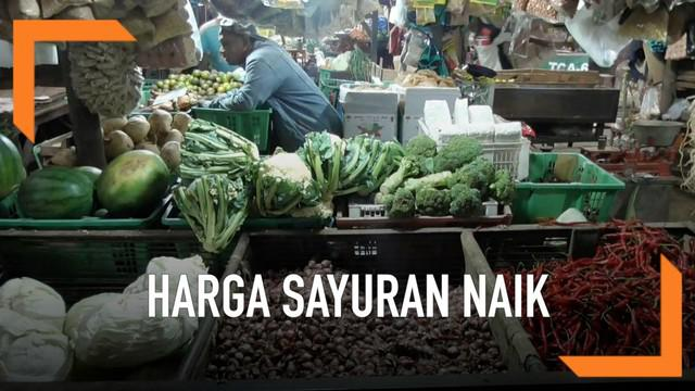 Harga sayuran di pasar tradisional merambat naik jelang datangnya bulan ramadan. Sebagian harga sayuran di pasar Cimanggis Tangerang Selatan bahkan sudah naik dua kali lipat.