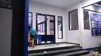 Kantor DPD Partai NasDem Makassar dirusak dan dijarah (Liputan6.com/Fauzan)