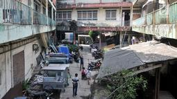 Aktivitas penghuni Wisma Ciliwung, Jakarta, Senin (17/9). Wisma Ciliwung nantinya digunakan sebagai tempat tinggal bagi warga Bukit Duri korban penggusuran pada 2016 silam. (Merdeka.com/Iqbal Nugroho)