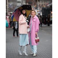Musim hujan datang, persiapkan diri agar tetap hangat degan inspirasi gaya stylish yang bisa kamu ikuti. (Foto: Instagram/ @Joannatotlici)