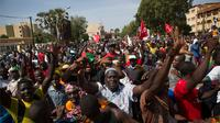 Presiden Burkina Faso Blaise Compaore menetapkan status darurat dan membubarkan kabinet hari menyusul kerusuhan di ibukota.