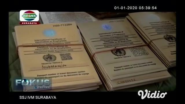 Kantor Kesehatan Pelabuhan KKP Kelas I Surabaya menemukan 412 sertifikat vaksinasi palsu, sertifikat yang seharusnya menjadi bukti pemiliknya sudah mendapat vaksin meningitis tersebut ditemukan di bandara Juanda pada jamaah umroh yang akan berangkat ...