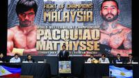Petinju Manny Pacquiao memberi keterangan selama konferensi pers jelang bertanding melawan Lucas Matthysse di Manila, Filipina (18/4). Pacman saat ini sudah berusia 39 tahun. Terakhir kali Pacquiao naik ring Juli tahun lalu. (AP Photo/Aaron Favila)