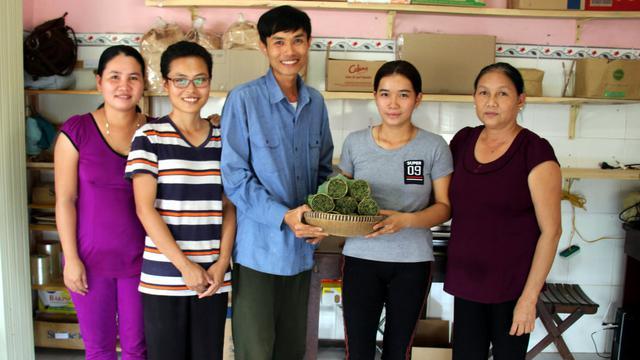 Tran Minh Tien, kreator sedotan biodegradable.