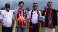 Kemenpora yang diwakili Deputi III Raden Isnanta (kanan) saat digelar ajang olahraga di perbatasan (dok: Kemenpora)